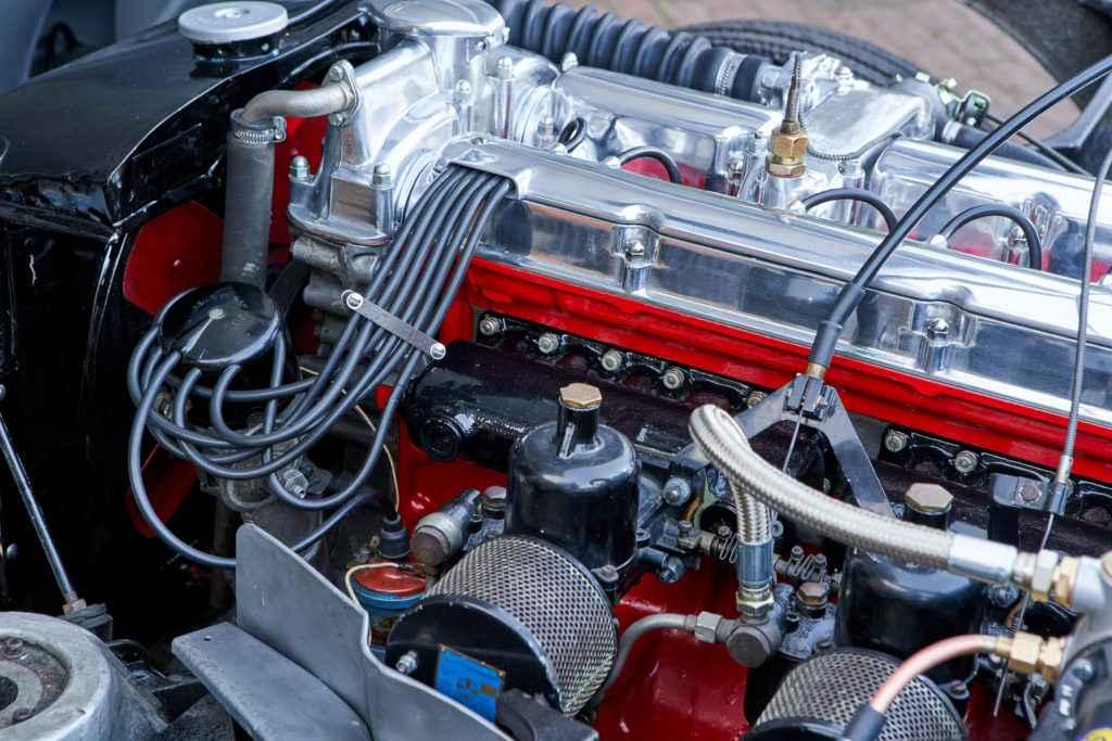 SR0077-Redline_Aston_DB2-0174