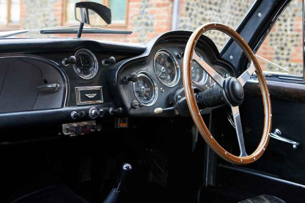 SR0077-Redline_Aston_DB2-0011